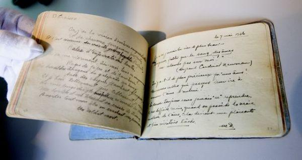 Carnet de textes asilaires, Émile Nelligan, 1938. Sur cette page, extrait de Déraison. Fonds Émile Nelligan, Centre d'archives de Montréal de BAnQ.