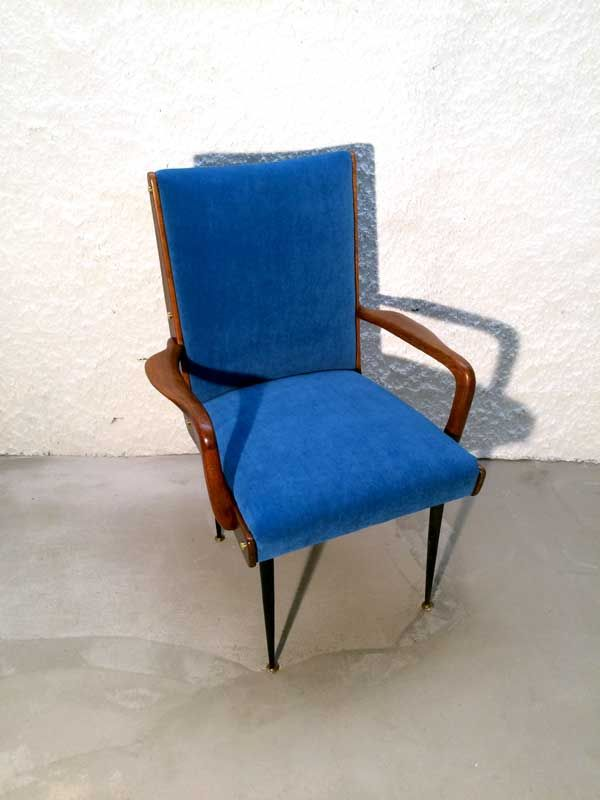 Old  Italian lowchair from the '50s attribuited to Ico Parisi. Structure in solid walnut, new upholstery in blue velvet, brass details. Completely restored.  ---------------------   Poltrona di manifattura italiana degli anni '50 attribuita ad Ico Parisi. Struttura in massello di noce, rifoderata in velluto blu, gambe in ferro nero con piedini in ottone. Finemente restaurata.