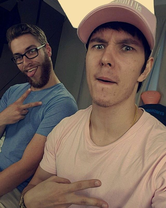 Homieees���� #jetcrew #youtuber #youtube #yt #guys #frosty #craze #boys #polishboy #polish #polska #aussie #australia #channel #pink #selfie #weird #funny #love #bae http://unirazzi.com/ipost/1501333288693735847/?code=BTVzqvyDyGn