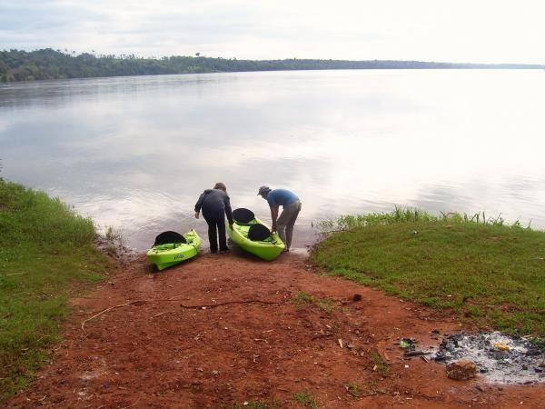 La provincia de Formosa resulta ideal para recorrer en canoa. Debido al escaso desnivel de su terreno, los riachos se presentan meandrosos en todo su curso, y dibujan una dirección del oeste al este que descargan sus aguas en el río Paraguay.