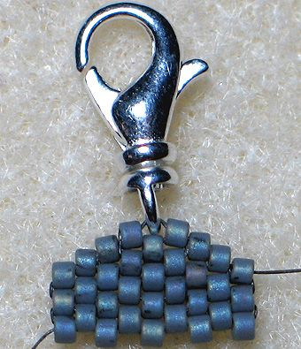 TUTORIAL: Peyote Stitch Finishing Touches (When ending something like this I put a jump ring through the middle bead)