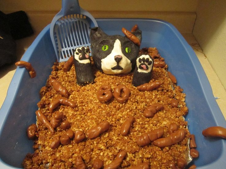 Dégueu.... Apple crisp with tootie rolls. Cat is made from rice krispies and mmf.