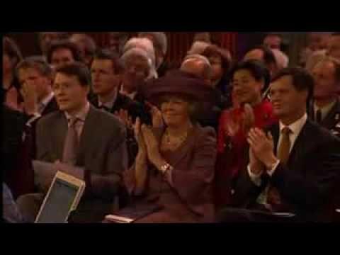 Wende Snijders - La Vie En Rose & Ontvleugeld (met Yonderboi).flv  also singing for the queen