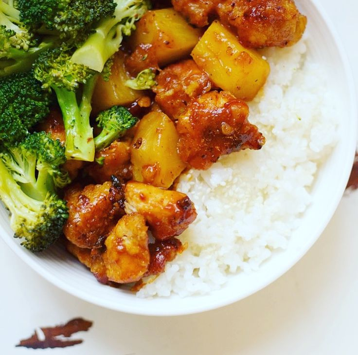 The sweet and tangy bite of pineapple chicken or pork that you get from Western Chinese food restaurants is the ultimate comfort food to me. However, like most comfort foods that I love, the vibrant orange sauce and deep fried batter is guaranteed to set my gut into a tailspin of stomach pains, bloating and