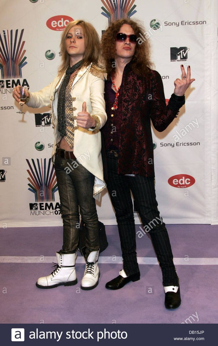 Finnish glam-rock band Negative's singer Jonne Aaron (L) and guitarist Larry Love (R) pose as they arrive on the red carpet for the 2007 MTV Europe Music Awards in Munich, Germany, 01 November 2007. Photo: HUBERT BOESL Stock Photo. Style by Jaana Bragge.