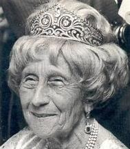 Viktoria Luise wearing the tiara that was a wedding gift from the people of Brunswick in 1913. It is in possession of her grandson Prince Ernst August of Hanover now.  Viktoria Louise was a lovely  young girl and a grand old lady.