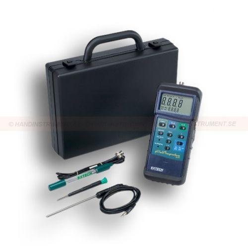 http://termometer.dk/labinstrument-r12931/ph-meter-mv-temp-sat-53-407228-r35330  pH-meter mV / TEMP sæt  Sættet indeholder pH / mV / temperaturmåler, mini pH-elektrode, temperaturføler, bæretaske  Dobbelt angivelse af pH eller mV og temperatur (° C / ° F)  Stor 1,4 tommers (36 mm) LCD-skærm  Letvægt 2 - litra Slope (hældning) og Cal tilpasninger pH 4 og 7  Manuel og automatisk temperaturkompensation med temperaturføler  Min / Max / Gns, Auto off og Data Hold  Indbygget RS-232 PC...