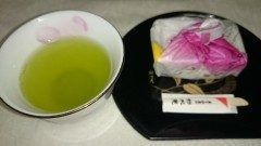 不意のお客さまに先日息子から頂いた筑紫もちと矢部茶でおもてなし(-)  #熊本県#山都町   tags[熊本県]