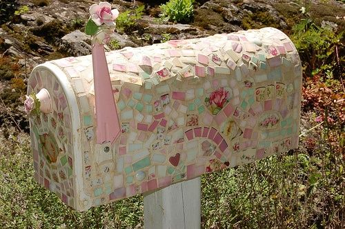 Mosaic Mailbox! Facelift:) inspiration--I would def use a different theme/colors, but great idea