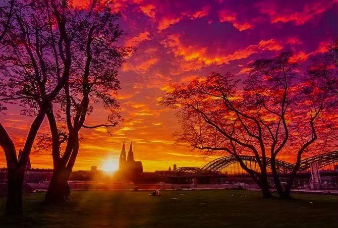 Fotografin Isabel Grosser Auf Instagram Kommt Gut In Den Ersten Mai Koln Kolnerdom Sunsetche Fu Sunset Photo Sunrise