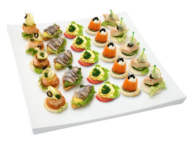 1030(лосось-гриль с маслиной на гренке, лодочки с сельдью и яичным кремом, лодочки из помидора с сырным кремом, бочонок из лосося с сырным кремом, рыбные рулетики с креветками на гренке)