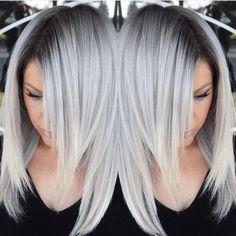 Grijs is het nieuwe blond! Laat je inspireren door deze 13 prachtige voorbeelden van kapsels met lang haar in mooie grijs tinten. - Kapsels voor haar