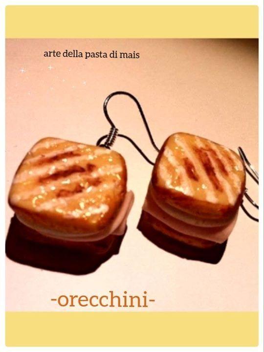Toast, realizzati in pasta di mais.  Con monachella.