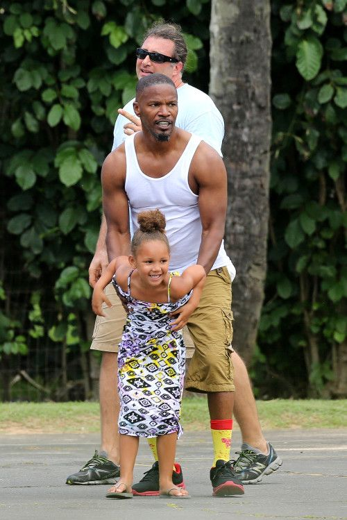 *EXCLUSIVE* Jamie Foxx and Annalise shoot hoops to finish trip with Mom in Hawaii