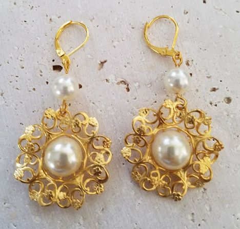 EA8044 Cream Vintage Pearl on Russian Gold Plated Brass