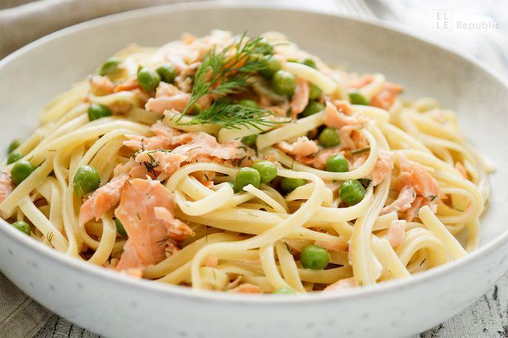 Cremige Räucherlachs Pasta mit Erbsen sind genau das richtige Abendessen für viel beschäftige Menschen. Dieses Rezept ist schnell gemacht und schmeckt mindestens so gut wie beim Italiener um die Ec…