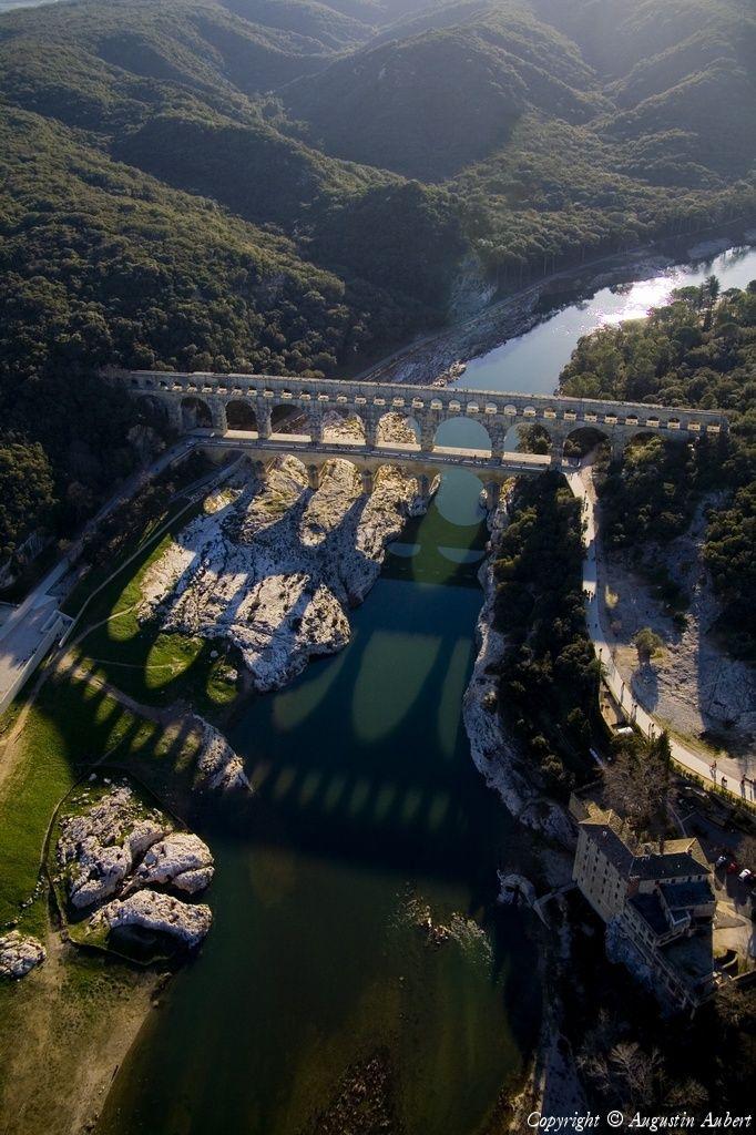 "<span class=""EmojiInput mj330"" title=""Airplane""></span>️ Photo aérienne de : Pont du Gard - Gard (30)"