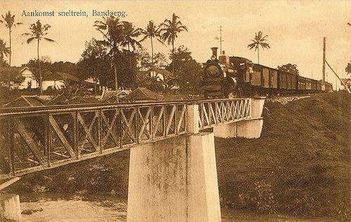 Tempo Doeloe #20 - Bandung, Arrival express-train, 1918
