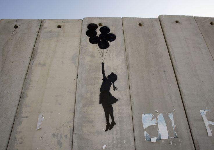 Un artista provocatorio, che tratta temi sociali, politi e culturali ancora attuali.Prima di tutto bisogna conoscere Banksy.Banksy viene considerato uno dei maggiori esponenti della Street Art …