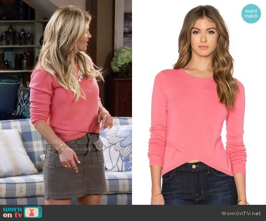 DJ's coral pink tulip sweater on Fuller House.  Outfit Details: https://wornontv.net/64245/ #FullerHouse