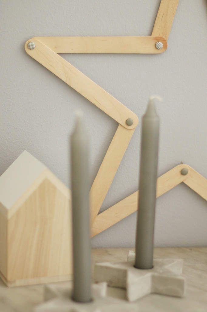Etoile en bois {DIY} - Avec ses 10 p'tits doigts... Soyez DIY ! batonnets + attaches parisiennes