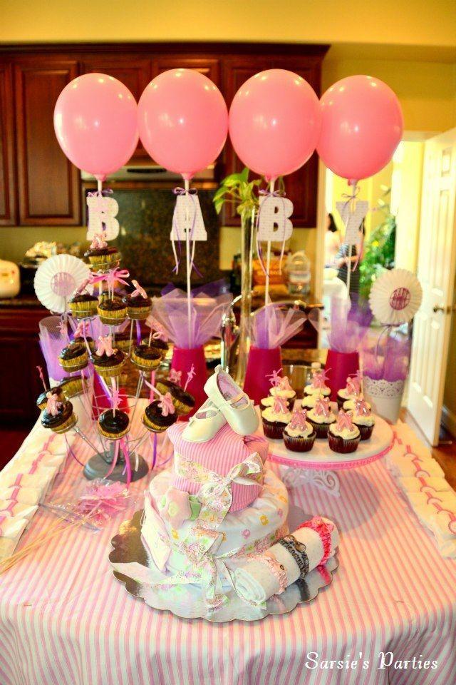 Globos decorados con letras para decoracion de fondo de mesa de baby shower. #DecoracionBabyShower