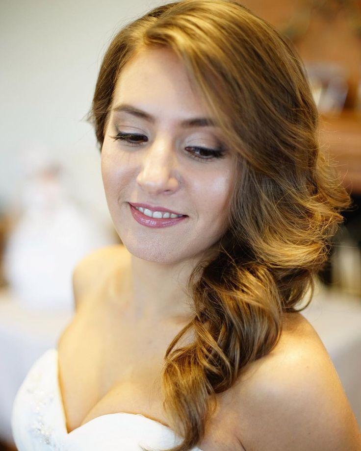 Скорее бы тепло! И по летним невестам я так соскучилась! Люблю свадьбы�� ����стоимость свадебного образа от 4000₽ ❗️узнать о наличии свободных дат можно по тел. 89082068701 или нажав ➡️ кнопку связать в профиле�� На фото прекрасная летняя невеста Дарья�� #gorgeos#стилист#визажист#bridalhair#культидеальныхбровей#вечерниймакияж#strobing#красота#коммерческиймакияж#стилистповолосам#weddingmakeup#krsk24#красноярск#kattymuah http://gelinshop.com/ipost/1518675008828899930/?code=BUTat_OgoJa