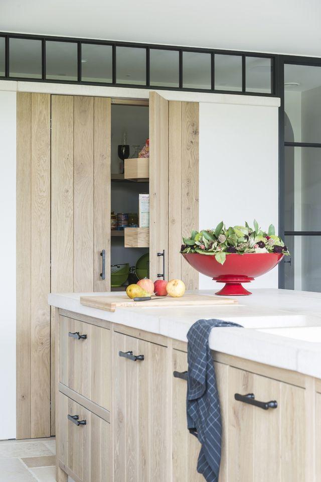 Uitgelezene Moderne licht eiken keuken met traditionele accenten (met KY-58