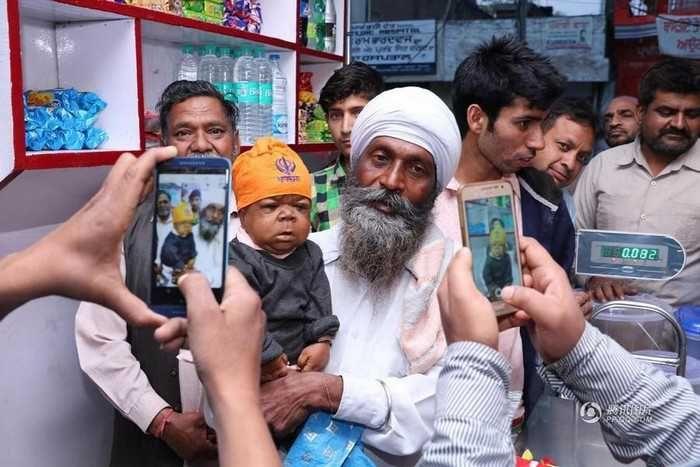 21-летний индиец застрял в теле младенца http://apral.ru/2017/04/26/21-letnij-indiets-zastryal-v-tele-mladentsa/  Индийцу по имени Манприт Сингх (Manpreet Singh) в этом году исполнился 21 год, но при этом он выглядит ка полугодовалый [...]