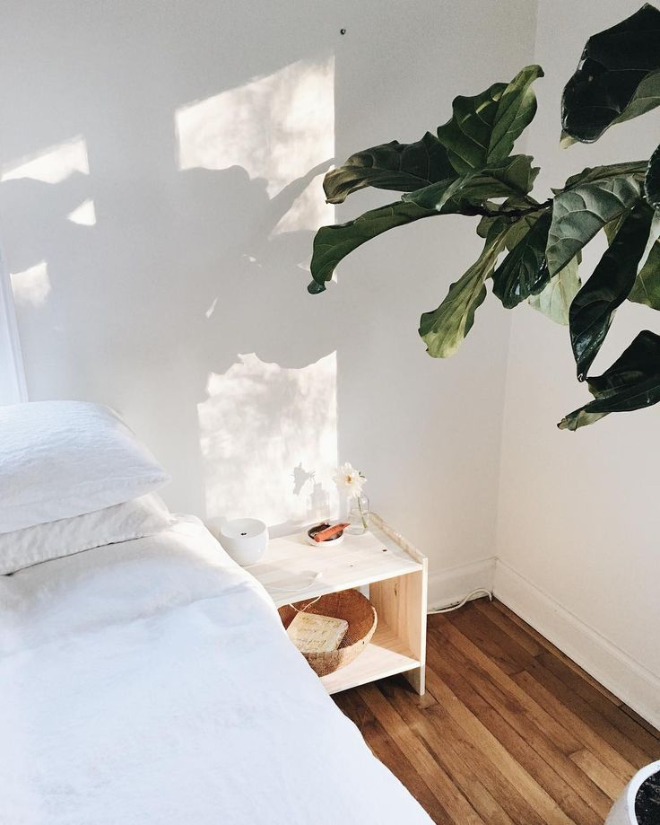 Couchsurfing More Than Just A Free Bed For The Night: 17 Best Ideas About Small Bedside Tables On Pinterest