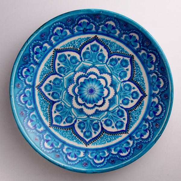 A little too busy for me.. but i like it nevertheless..  This Rishtan ceramic platter by Rustam Usmanov, is a masterpiece of Central Asian ceramic art. His works reflect traditional nature-inspired ornamentation. Here, turquoise and indigo plant and flower patterning dominate the central field.