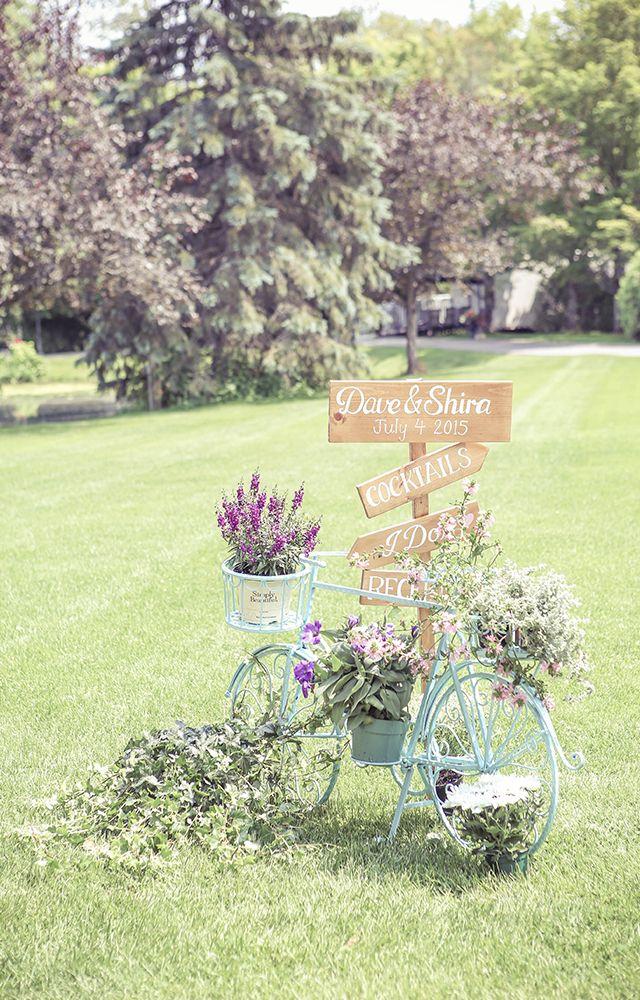 DIY Wedding Signs and vintage bike | Vintage style wedding photography | www.newvintagemedia.ca | Nestleton Waters Inn Wedding