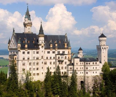 Go There Guide | Countries | Cities | Buildings | Attractions | Hotels | Contact  Neuschwanstein Castle - Neuschwanstein Castle guide, attractions and pictures    	  	  		  Neuschwanstein castle
