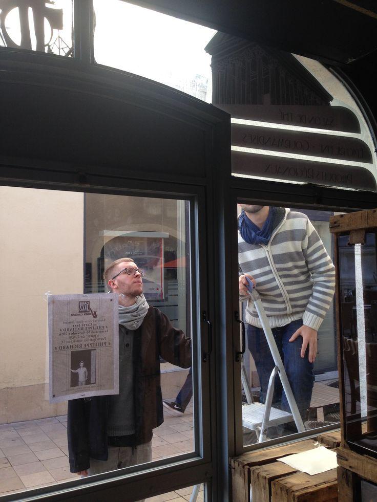Pose de vinyle pour le salon de Thé de carré jazz à Nîmes https://www.joueraveclepatrimoine.com/