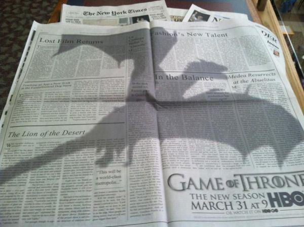 Une publicité en ombre chinoise pour la nouvelle saison de Game of Thrones qui débute le 31 mars prochain aux Etats-Unis sur le New York Times du 26 février 2013.