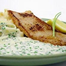 Stekt torsk med brynt palsternacka och gräslökssås - Recept - Tasteline.com