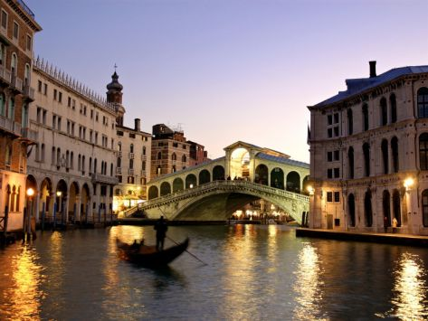 Rialto Bridge, Grand Canal, Venice, Italy Photographic Print by Alan Copson at Art.com