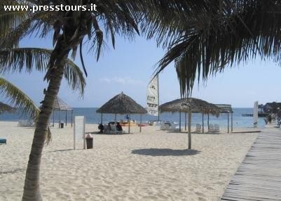 Cuba  GUARDALAVACA  ... affacciato su una delle più belle spiagge dei Caraibi, è la scelta di chi cerca una struttura senza rinunce È un grande e raffinato complesso lungo la bellissima omonima spiaggia di sabbia bianca...