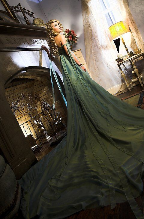 "long green dress taylor swift wore in music video | Taylor Swift's light green dress in her ""Teardrops On My Guitar ..."
