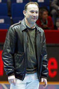 Finale de la coupe de ligue féminine de handball 2013 - Jean-Pierre Papin 01.jpg