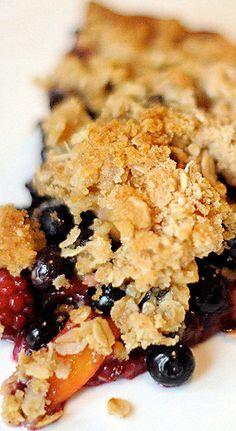 Pfirsich-Blaubeer-Brombeerkuchen mit Krümelbelag   – Sweets & Treats
