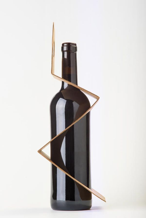 Pleated Bottle Packaging - The ZigPack is an Eco-Friendly, Effective and Exposing Wine Tote