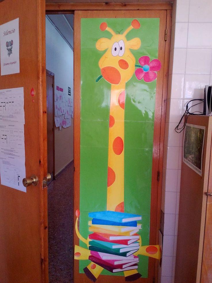 """La Jirafa Lectora"": mascota de la biblioteca escolar del CEIP Cristóbal de Arce, La Peza (Granada)."