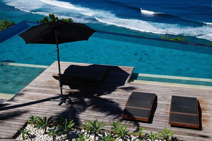 Villa Jamadara's cliff edge infinity pool... Absolutely breathtaking! #semarauluwatu #bali