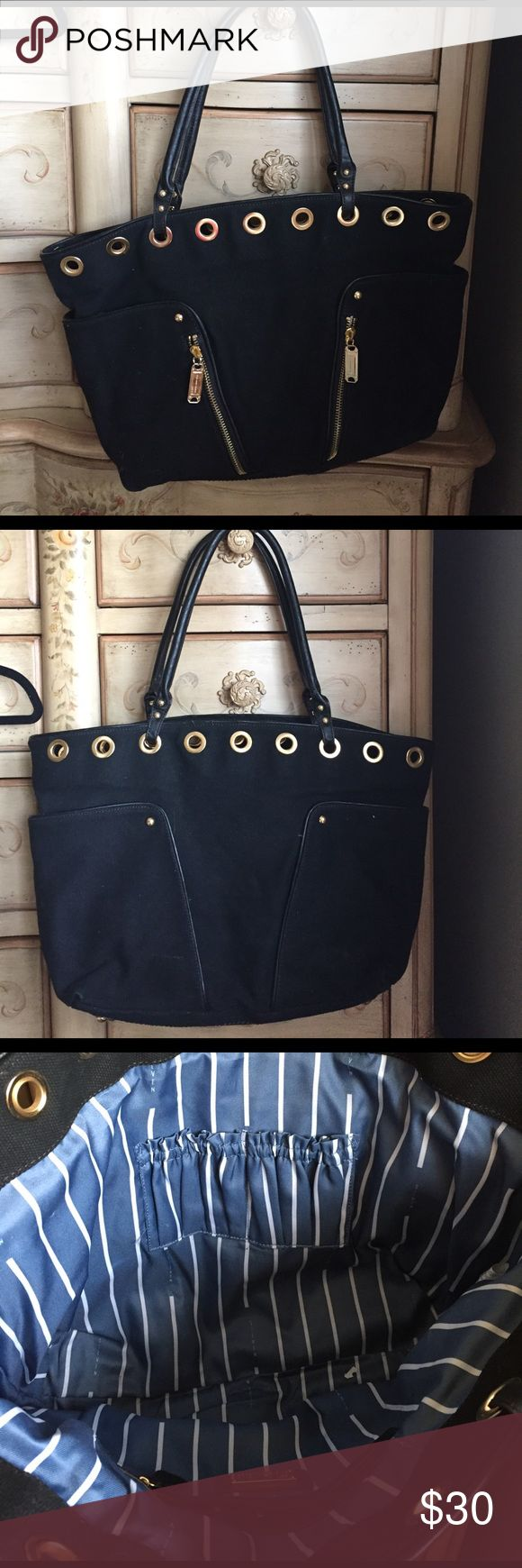 Barely used Steve Madden tore bag! Barely used, in great condition Steve Madden black tote bag! Two side exterior pockets and two front zipped pockets! Interior is blue and white striped two smaller side compartments for a phone, charger, headphones etc and one larger zipped pocket! Steve Madden Bags Totes