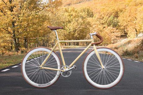 Santa Fixie. Acheter vélo Lamona Ceres. Magasin Fixed Online https://www.santafixie.fr/acheter-velo-pignon-fixe/lamona-bikes/lamona-ceres.html