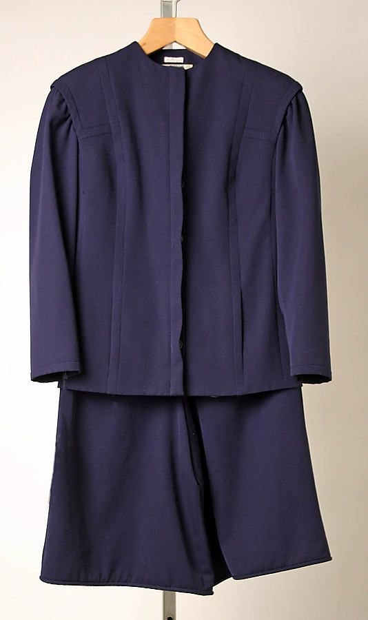 1980-1995 Costume for Women. Shorts suits became popular due to Giorgio Armani's designs. This Armani suit is made of wool.