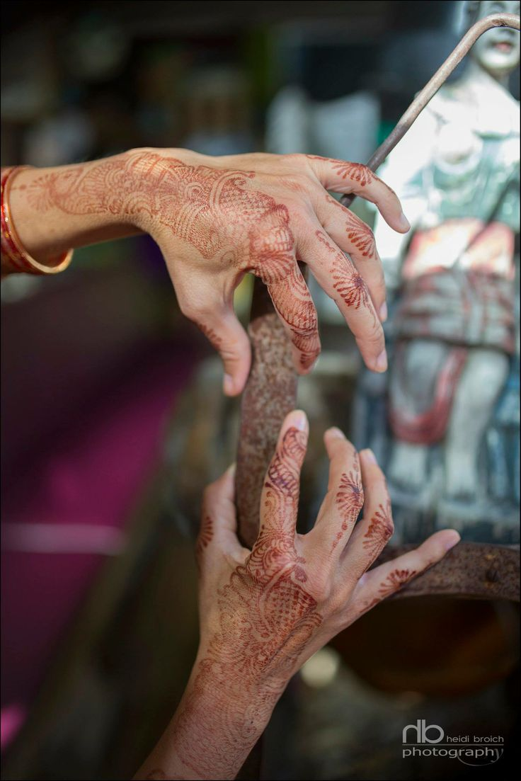 the hand - the color and the beauty in all henna hands - street design India