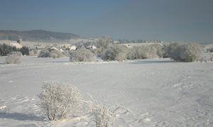 Mouthe est un village d'environ 1000 habitants situé dans le Doubs, en Franche-Comté, à quelques kilomètres seulement de la frontière suisse. Hissé à 940 mètres, Mouthe est surnommé « la petite Sibérie ».