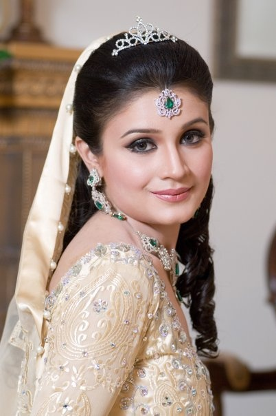 Wedding Makeover Online : 7 best images about Bridal Makeup Styles on Pinterest ...